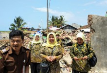 Kajati DKI Serahkan Bantuan Korban Bencana Tsunami